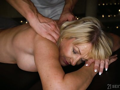 Busty and still hot mature whore Milf Amy wanna be fucked doggy