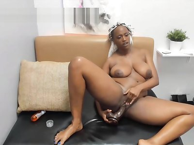 curvy African MILF with a great alongside ass