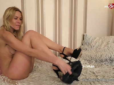 MyDirtyHobby - German blonde MILF double penetration hither glassed dildos