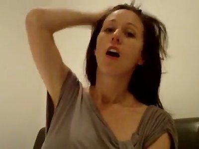 Naughty webcam MILF is actually happy to milk her acquiesce big boobies