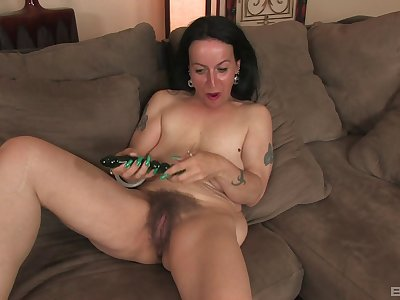 Of age slut Nina Swiss spreads her legs nearly play with her old cunt
