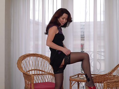 Ptica likes to spread her legs added to masturbate restlessly for you