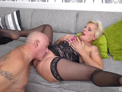 Dirty guy licks pussy of mature Shadow and they have nice sex