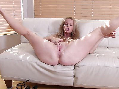 Solo video of busty mature Totally Tabitha fingering her pussy