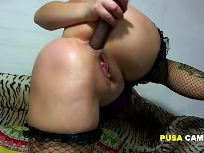 Full-grown cougar so horny she fucks her pussy all over ended hand