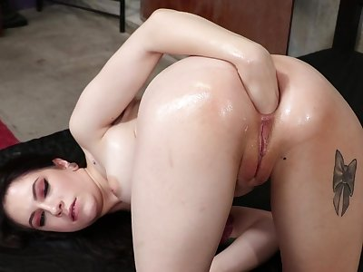 Baloney deep ass having it away anent a strapon - Anna De Ville together with London River