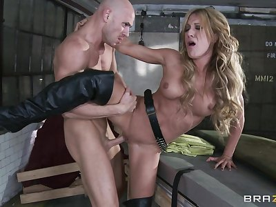 Hardcore fucking between a large dick guy coupled with provocative Amy Brooke