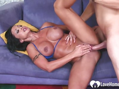 Busty Tattooed Milf Gets A Swagger Boo-boo
