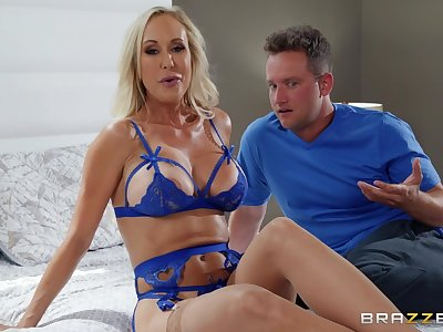 Gorgeous Brandi Love is an insatiable nymphomanic MILF