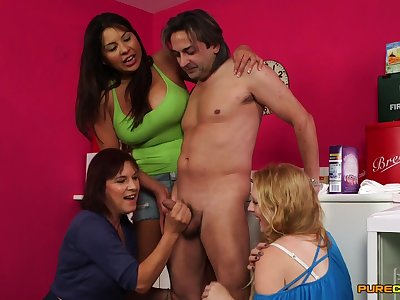 CFNM mature organize sex be useful to the lucky man